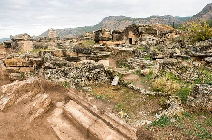 Denizli Hierapolis Örenyeri Pamukkale  UNESCO Dünya Mirası Listesi'ndeki antik kent Aziz Phılıp Kilisesi Apollon Tapınağı