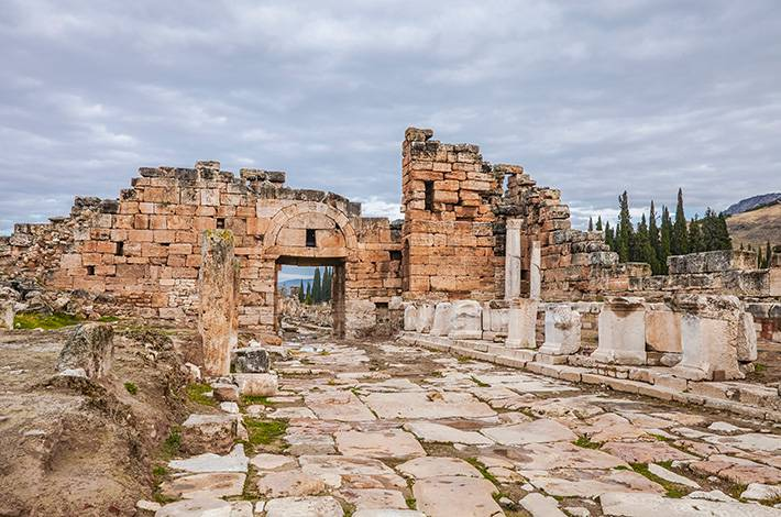 Denizli Hierapolis Örenyeri Pamukkale  UNESCO Dünya Mirası Listesi'ndeki antik kent Aziz Phılıp Kilisesi Roma Dönemi