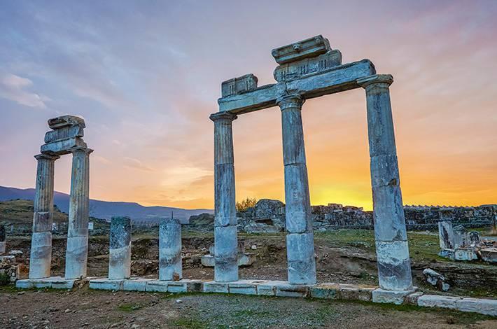 Denizli Hierapolis Örenyeri Pamukkale Aziz Phılıp Kilisesi Roma Dönemi Apollon Tapınağı Güneybatı Anadolu'nun en büyük nekropolü